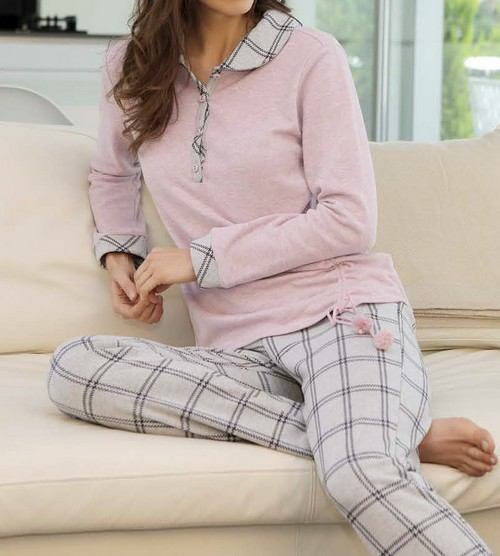 Massana pyja rose chine et pantalon gris a carreau